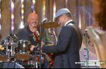 """Philippe Etchebest joue du Nirvana à la batterie dans """"Salut les Terriens"""""""
