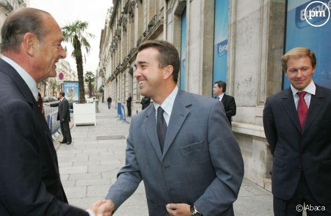 Arnaud Lagardere accueille Jacques Chirac devant les locaux d'Europe 1 en 2006