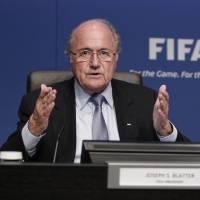 Sepp Blatter déplore le départ de Julien Lepers