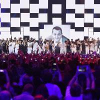 Disques : Les Enfoirés très loin devant, Rihanna détrônée, Jul et La Fouine chutent