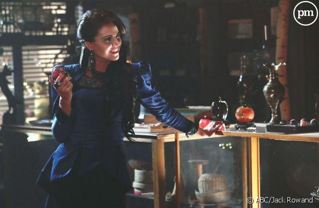 """Lana Parilla reste dans le cast de la saison 7 de """"Once Upon a Time""""."""