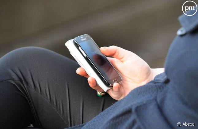 Plusieurs femmes postent des messages sur Twitter pour raconter des harcèlements sexuels au travail.