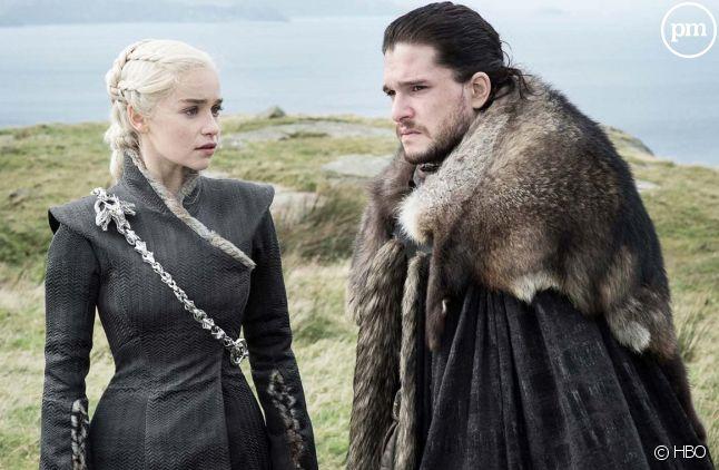 "Emilia Clarke et Kit Harington dans ""Game of Thrones"""