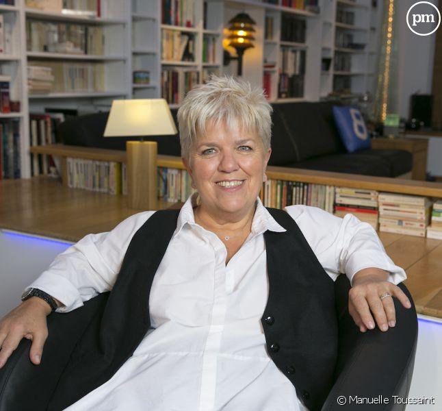 Mimie Mathy renvoie Nicolas Dupont-Aignan dans les cordes