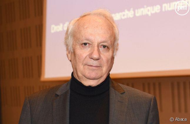 Le député européen Jean-Marie Cavada explique auprès de puremedias.com la directive européenne sur le droit d'auteur.