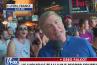 """""""Fuck Trump !"""" : À Lyon, des supporters américains perturbent un duplex de Fox News"""