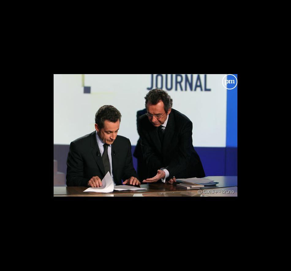 """Nicolas Sarkozy et Michel Denisot sur le plateau du """"Grand journal de Canal+"""" le 2 mars 2007"""