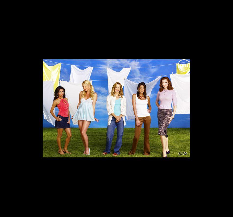 """Eva Longoria, Nicollette Sheridan,  Felicity Huffman, Teri Hatcher et Marcia Cross dans """"Desperate Housewives"""""""