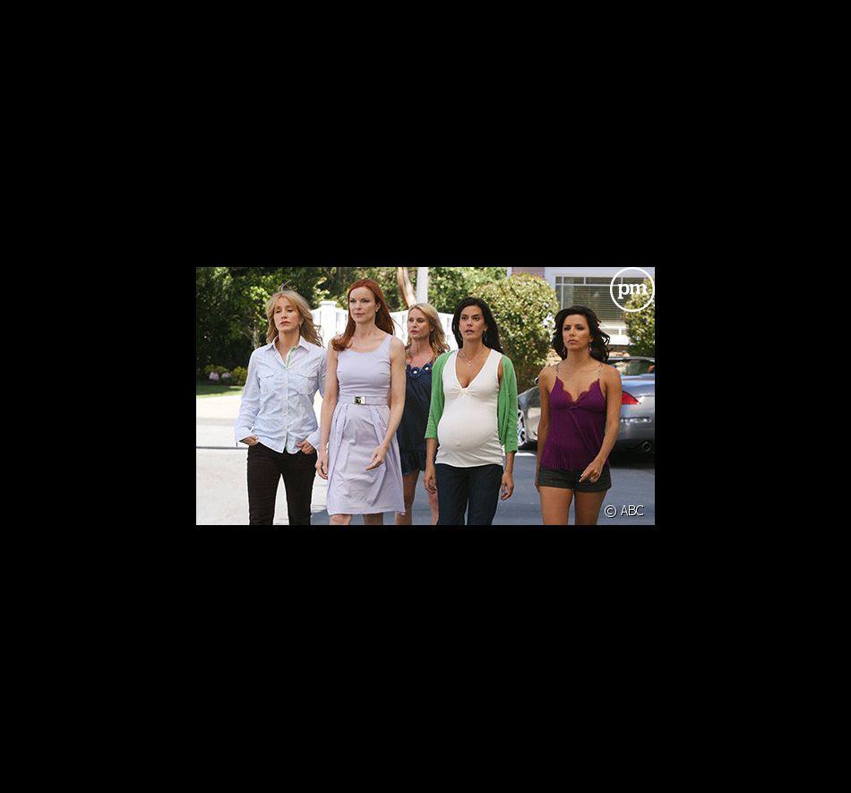 """Felicity Huffman, Marcia Cross, Nicollette Sheridan, Teri Hatcher et Eva Longoria Parker dans """"Desperate Housewives"""""""