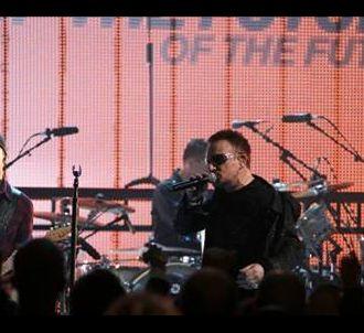 U2 sur le plateau du 'Grand journal de Canal+' le 23...