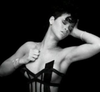 Rihanna dans le clip de 'Paranoid' de Kanye West