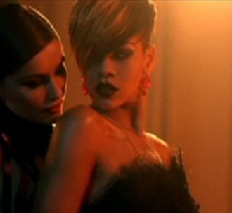 Laetitia Casta et Rihanna dans le clip de 'Te Amo'