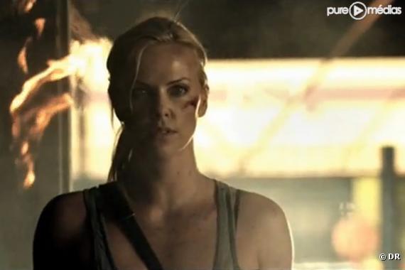 """Charlize Theron dans le clip """"Crossfire"""" de Brandon Flowers"""