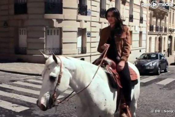 """Camélia-Jordana dans le clip de """"Calamity Jane"""""""