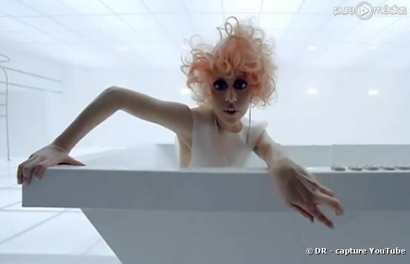 """Lady GaGa dans le clip de """"Bad Romance"""""""