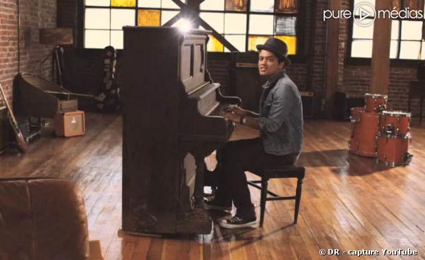 """Bruno Mars dans le clip de """"Just The Way You Are"""""""