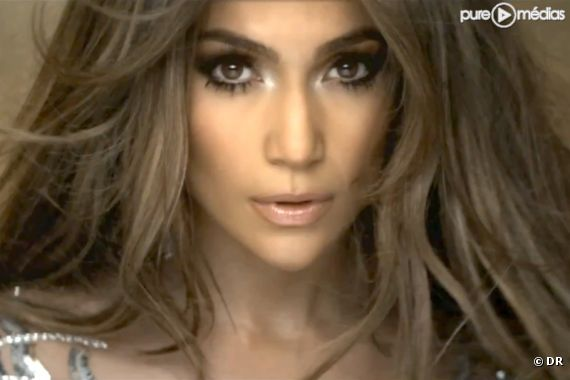 "Jennifer Lopez dans le clip de ""On the Floor"""