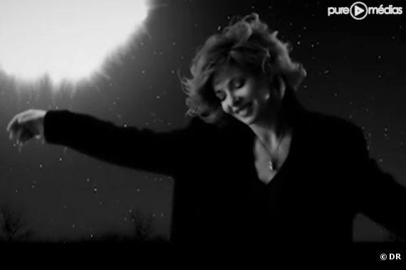 """Mylène Farmer dans le clip de """"Bleu Noir"""""""