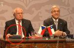 Le président tchèque vole un stylo en pleine conférence de presse
