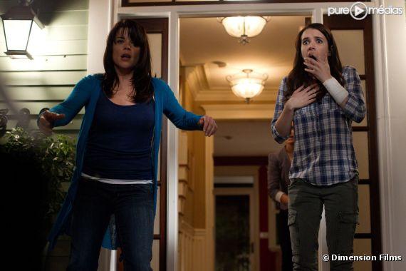 "Neve Campbell et Emma Roberts dans ""Scream 4"""