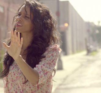 Shy'm dans le clip de 'Tourne', filmé à New York