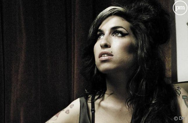 """Amy Winehouse sur la pochette du single """"Back to Black""""<span style=""""white-space: pre;""""> </span>"""