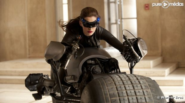 "Anne Hathaway est Catwoman dans ""The Dark Knight Rises"""
