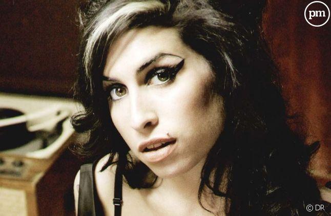 "Amy Winehouse sur la pochette du single ""Tears Dry on Their Own"""