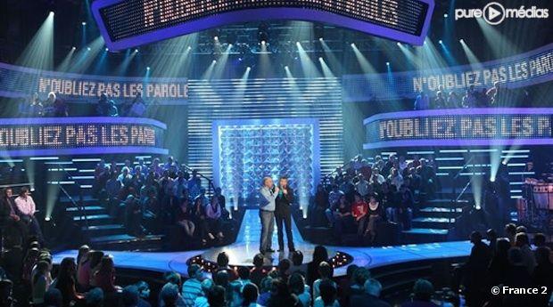 """Nagui présente """"N'oubliez pas les paroles"""" sur France 2"""