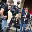 Cohue de journalistes devant le domicile parisien de Dominique Strauss-Kahn et Anne Sinclair.