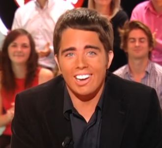 'Le Petit Journal' parodie l'antenne de Direct 8 (12...