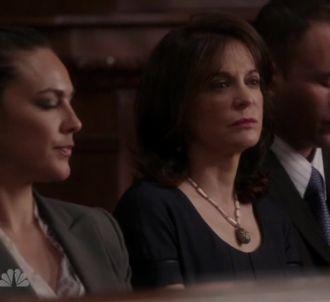 Kathleen Garrett (au centre) campe la femme de Roberto...