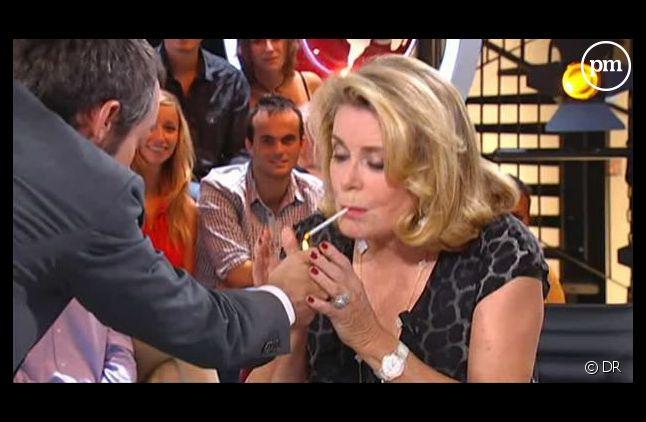 Yann Barthès et Catherine Deneuve, le 29 août 2011 sur Canal+.