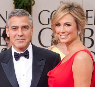 George Clooney et Stacey Keibler sur le tapis rouge des...
