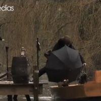 Zapping : Roselyne Bachelot manque de tomber à l'eau dans