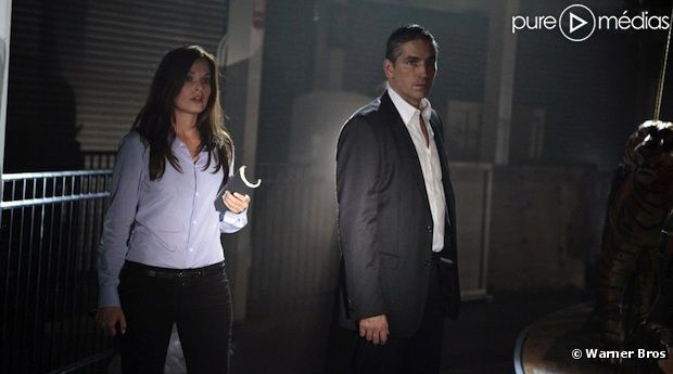 "Adriana Gaviria et Jim Caviezel dans ""Person of Interest"""