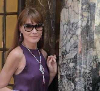 <span>Carla Bruni-Sarkozy devant la boutique Bulgari de...