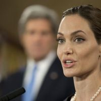 Angelina Jolie confie avoir subi une double mastectomie dans le