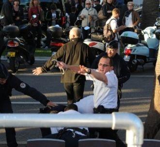 Un homme a été arrêté après que des détonations ont été...