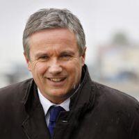 Nicolas Dupont-Aignan demande une invitation au