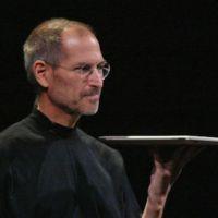 Deux ans après sa disparition, Tim Cook rend hommage à Steve Jobs