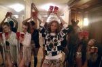 """Clip : Beyoncé s'amuse à l'hôtel dans """"7/11"""""""