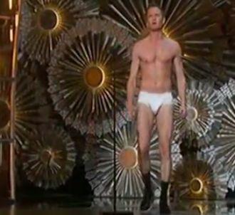 Oscars : Neil Patrick Harris monte sur scène en slip