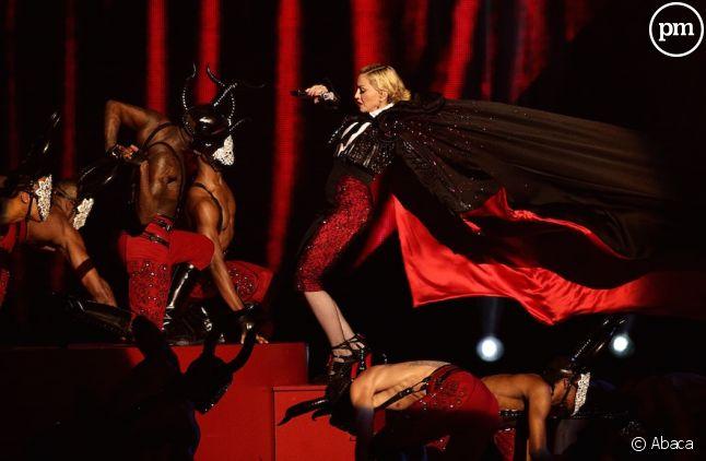 Madonna a chuté aux Brit Awards 2015