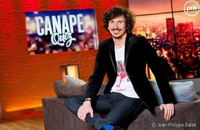"""Arnaud Tsamère, de retour avec """"Canapé Quiz"""" sur TMC"""