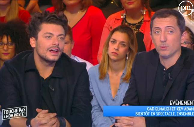 """Kev Adams et Kad Elmaleh sur le plateau de """"Touche pas à mon poste""""."""