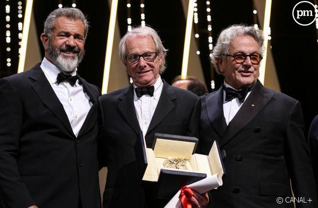 Palme d'or remise par Mel Gibson et George Miller à Ken Loach