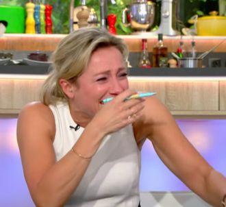 Anne-Sophie Lapix pleure de rire pendant le 'Débrief' de...
