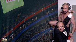 """""""La folle équipe"""" : Cartman termine nu avec Yoann Riou dans la cabine de commentaires de L'Equipe"""