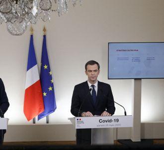 Edouard Philippe et Olivier Véran lors de la conférence...